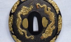 鍔(115) 赤銅石目地撫角形双龍図金色絵象嵌大鍔(1-1) 江戸時代  献上鍔