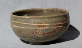 高麗青磁菊花文白黒象嵌酒盃 李朝時代初期