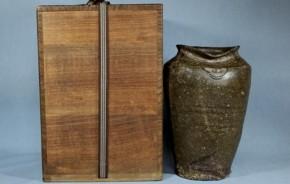 新羅伊羅保釉長壺 10~11世紀