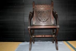 イエズス会マーク入りの木彫椅子 フランス製か 19~20世紀