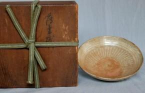 高麗青磁暦手象嵌薄茶碗  李朝時代初期