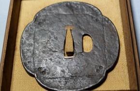 鍔(126)鉄地木瓜形大鍔  江戸時代