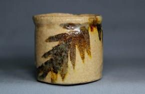絵志野立酒盃(1)  江戸時代中期