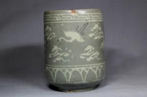 高麗青磁飛鶴瑞雲文白黒象嵌長筒酒盃   李朝時代後期