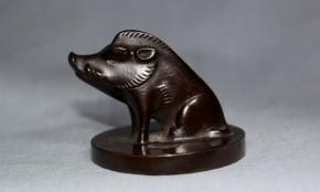 銅製猪の書鎮(文鎮) 現代  正彦銘