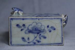 李朝染付梅竹牡丹文蛙口角水滴   李朝時代後期(18世紀)