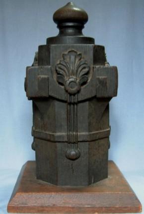須弥壇の親柱頭部(?) 江戸時代