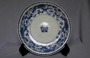 古伊万里牡丹唐草文大皿 18世紀前半