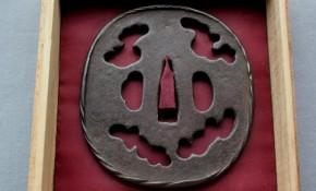 鍔(28)鉄地雲形透かし大鍔(栃畑か) 江戸時代