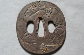 鍔(35)鉄地大太法師図金銀色絵象嵌鍔 江戸時代