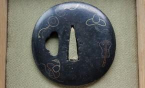 鍔(41)銅黒漆仕立南蛮図金銀色絵鍔 江戸時代
