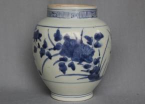 藍九谷手染付牡丹文壺 江戸時代前期