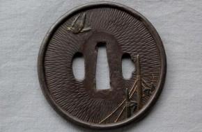 鍔(51)鉄地干網千鳥図金色絵象嵌鍔 江戸時代