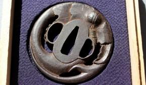 鍔(56)鉄地透かし二股大根図鍔 江戸時代