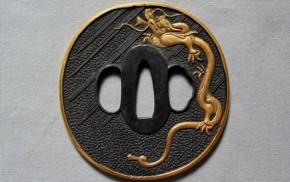 鍔(68)銅魚子地雨竜図金象嵌鍔 明治時代