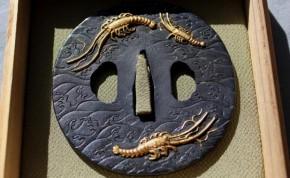鍔(69)銅磨地波に伊勢海老図金象嵌鍔 明治時代