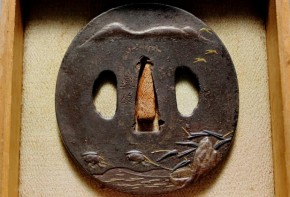 鍔(95)鉄磨地高肉彫曳舟図金銀色絵象嵌鍔 直政彫銘 江戸時代