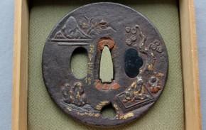 鍔(96)鉄地老人子供金銀色絵象嵌鍔 江戸時代
