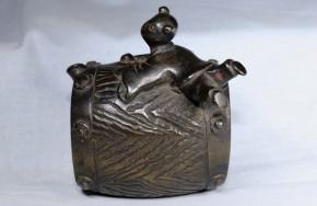 銅製太鼓乗り童水滴   江戸時代