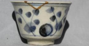 初期伊万里枝花文猪口(掘りの手)(1) 江戸時代初期