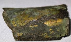 鍍金の施された板状破片 古墳時代太刀の鞘?