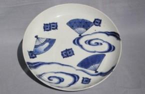 藍九谷流水扇面散図中皿 江戸時代前期
