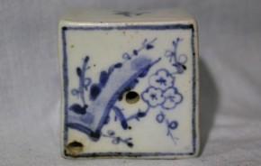李朝染付梅木花図水滴 李朝時代後期