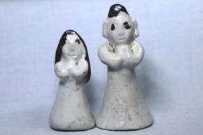 李朝白磁鉄釉明器人形(1) 1対  李朝時代初期