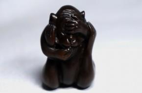 紫檀製猿形根付   昭和時代