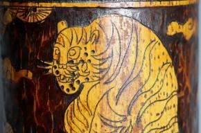 李朝竹製虎松鵲図筆筒(1-1)   李朝時代後期(18世紀)