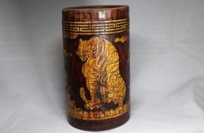 李朝竹製虎松鵲図筆筒(1)   李朝時代後期(18世紀)