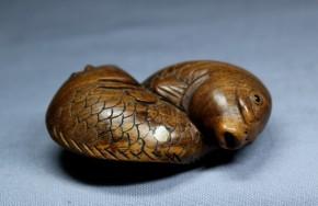 双鯉根付(11) 黄楊製   明治~大正時代