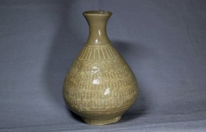 粉青沙器象嵌徳利   李朝時代初期(15世紀)