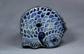李朝瑠璃釉陽刻魚型水滴(2)   李朝時代後期