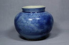 李朝瑠璃陰刻文壺(1)  李朝時代後期(18世紀)