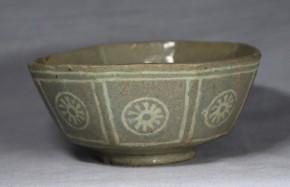 高麗青磁白象嵌八角小鉢   李朝時代初期