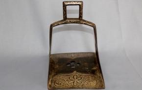 李朝鉄製銀象嵌鐙(2)   李朝時代初期