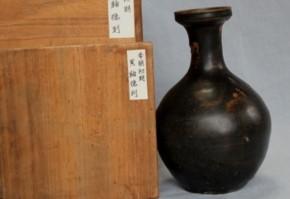 李朝黒釉盤口徳利   李朝時代初期