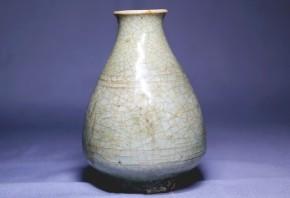 青磁振出(小徳利)  17~18世紀
