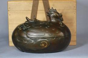 金工師小山之光造「銅製打ち出し鳳凰形小物入れ」  明治時代