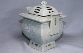 李朝分院手白磁四君子八卦文透彫香炉(1-1)   李朝時代後期(19世紀)