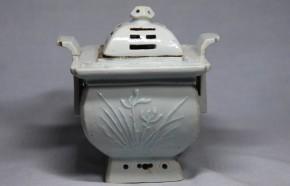 李朝分院手白磁四君子八卦文透彫香炉(1)   李朝時代後期(19世紀)