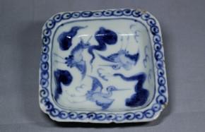 初期伊万里鶴絵隅切方形小皿   江戸時代初期