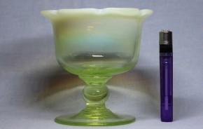 八輪花形乳白暈ウラン氷コップ  大正時代  本物保証