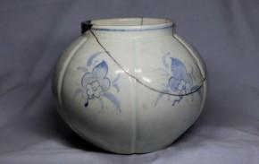 李朝金沙里染付花文六面取壺   李朝時代中期