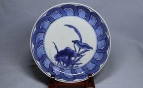 藍柿右衛門芋葉図皿   江戸時代前期
