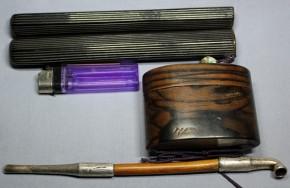 黒柿孔雀杢煙草入・トンボ玉緒締・堅塗筒銀煙管(3)  明治~大正時代   純刻印