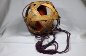竹製吊るし花活け   明治時代   落とし銅製赤漆塗