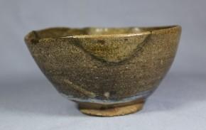 古高取永満寺宅間窯灰釉茶碗(掘りの手.呼継)  17世紀初頭