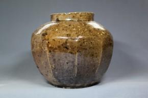 李朝磁器鉄砂11面取壺   李朝時代中期(17世紀)   珍品